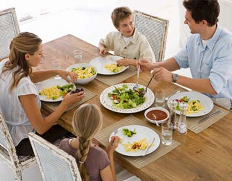 Ten Benefits of Frequent Family Dinners