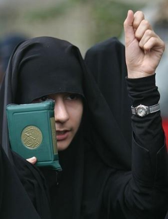 Islamic Hijab concerning 'What their Right Hands Own'
