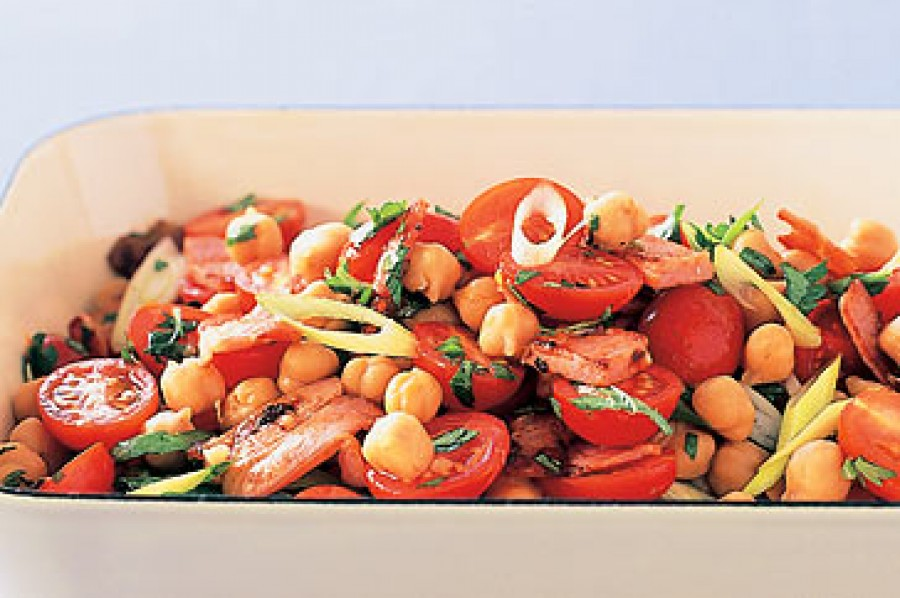 Chickpea, bacon & tomato salad