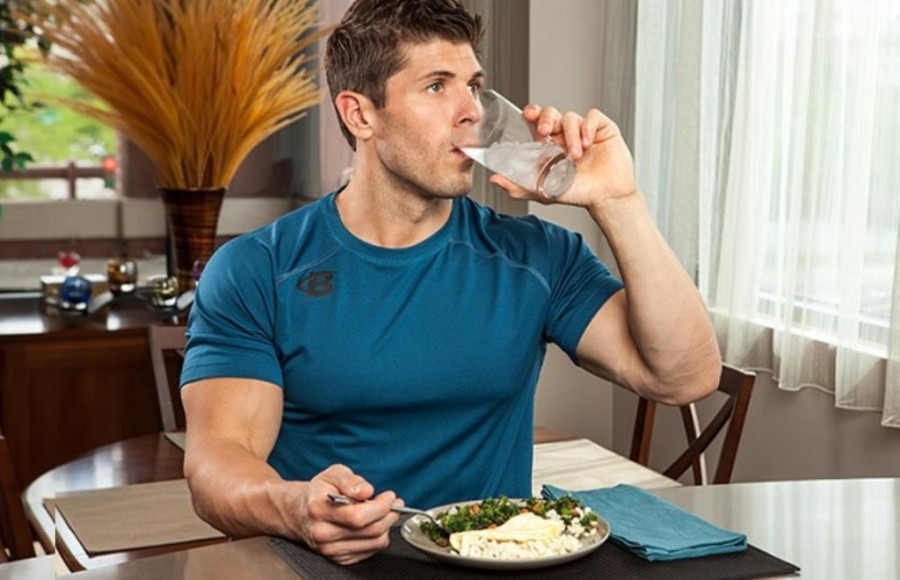 Drinking water during meals